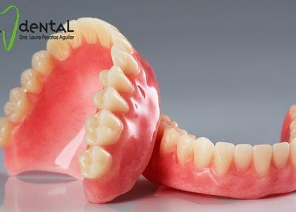 ¿Cómo limpiar una prótesis dental?