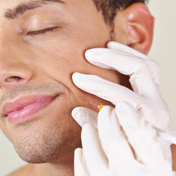 relleno de arrugas practicado en una clínica dental por dentistas
