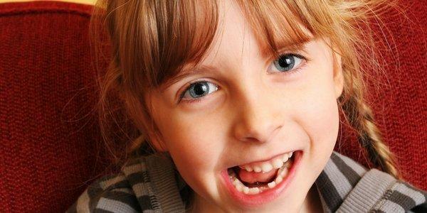niña dientes de leche