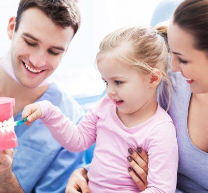 ¿Con qué frecuencia debo llevar a los niños al dentista?