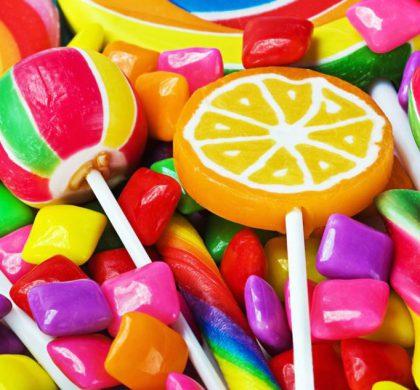 ¿Qué alimentos provocan caries? Una lista de los amigos y enemigos de tus dientes