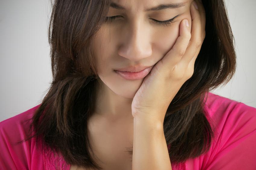 causas de dolor de encías